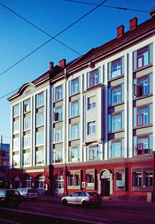 Das Gebäude von der Berg-am-Laim-Straße
