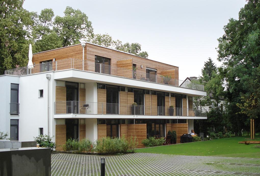 Ein Neubau in Massivbauweise mit Dachgeschoss aus Holz