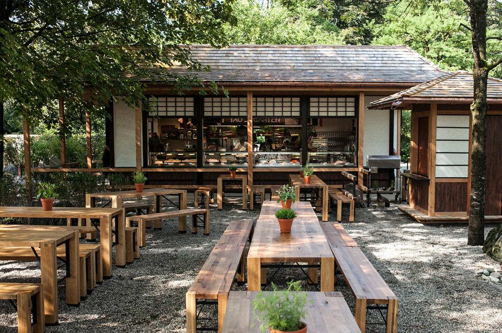 Die Fensterfronten vom Tao-Garten sind geöffnet